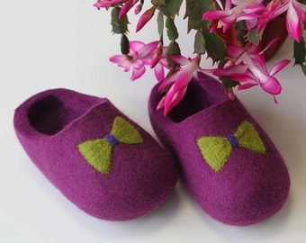 Toddler Shoe. Little Kid Shoe. Felted Soft Wool Slippers. Pink/Violet with Green Butterfly  decor. Made to order.