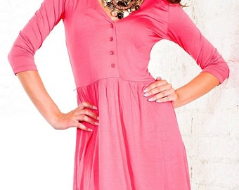 summer dress with 3/4 sleeves and buttons.