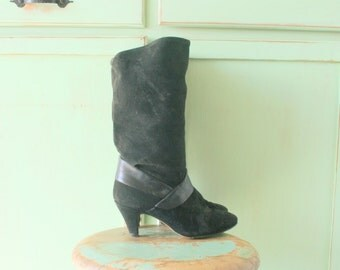 SALE//// 1980s Vintage BLACK SUEDE Calf Boots..size 6 7 womens..shoes. 1980s. black leather. indie. urban. hipster. retro. closed toed. mod