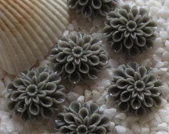 Resin Mum Flower Cabochon  - 16mm -  12 pcs - Gray