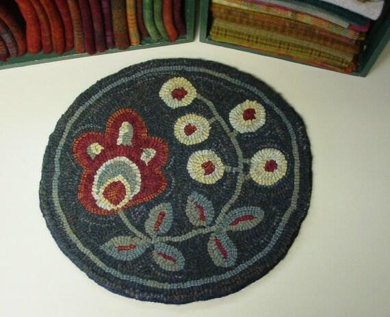 """Rug Hooking PATTERN, Flower & Berries Chair Pad, 14"""" Round, J432, Primitive Flower Rug Pattern, DIY Folk Art Rug Hooking"""