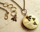 Bee Locket necklace Gift for mom Gift under 40 Mom of 1,2,3,4,5 children Mother daughter gift Grandma gift Personalized locket Vintage brass