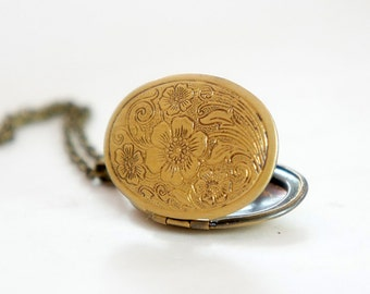 Flower Garden - Vintage Style Antiqued Brass Oval Shaped Locket Necklace - LN20