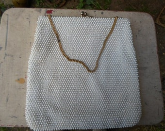 Vintage White Plastic Beaded Gold Tone Kiss Lock Purse Handbag 1950s to 1960s Chain Handle