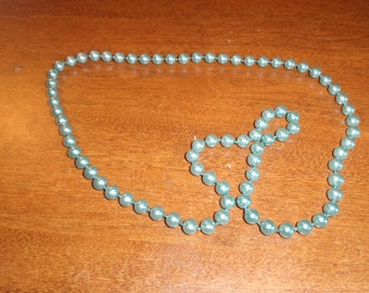vintage necklace blue lucite beads