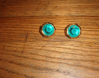 vintage clip on earrings green lucite stone gold