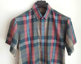 60s Poplin Plaid Shirt / Short Sleeve  Button Down Shirt / Size 16 Neck  / Tapered Cut Shape / Preppy Plaid