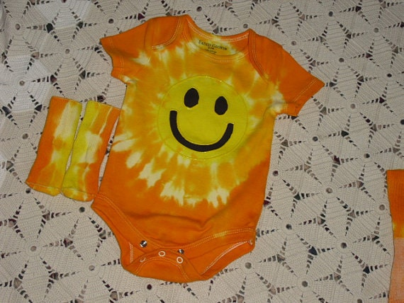 "Tie dye INFANT ""smiley face"" ""sunshine"" - short or long sleeves- bodysuit and sock sets, 700"
