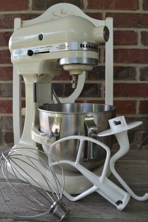 Vintage Hobart Kitchenaid Mixer With Three Attachments Bowl