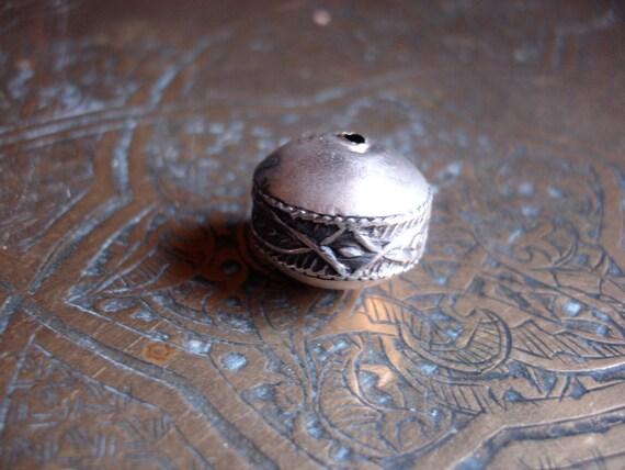 Moroccan  tarnished bead