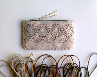 Felt Coin Purse Wallet ø Small Make Up Bag ø Hand Embroidered ø Sashiko Inspired ø LoftFullOfGoodies