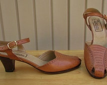 vintage 70s tan leather ankle strap heels pumps 7.5m bandolino made in italy boho secretary disco