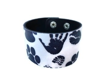 Leather Bracelet.Charming leather bangle bracelet.Black,white.Unisex