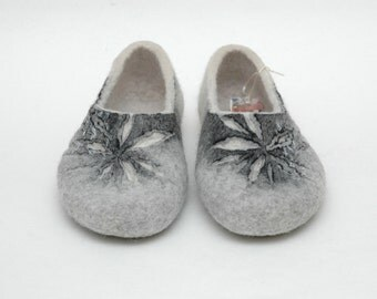 Felted slippers Woman slippers Women home shoes Valenki Natural felt Grey Black Lilac Rose Violet Traditional felt Woolen clogs Felted clogs