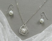 Silver twisted flower pearl necklace and earring SET, bridesmaid necklace, bridesmaid gift, wedding jewelry - W009S (Choose pearl colour)