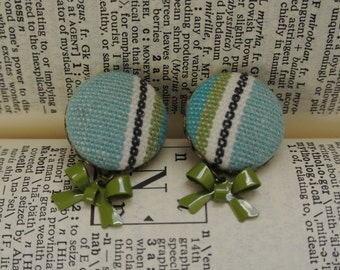 beach canvas...pair of vintage fabric covered button earrings
