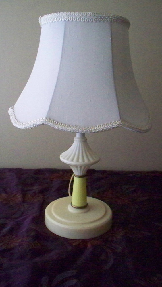 shabby chic table desk lamp early lucite or bakelite lamp cottage chic. Black Bedroom Furniture Sets. Home Design Ideas