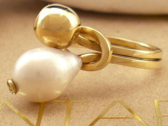 "Solid 18K Gold Pearl Ring ""Komvos"""