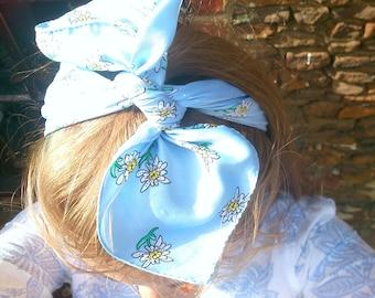 Pretty blue daisy scarf