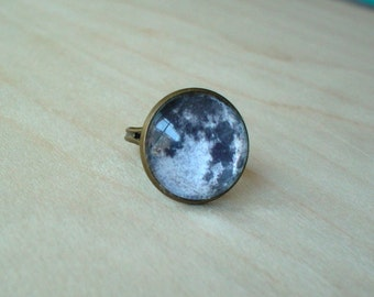 20% OFF -Black and white Full moon ring ,beautiful gift for her