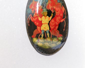Brooch,Russian,Hand Painted,Woman