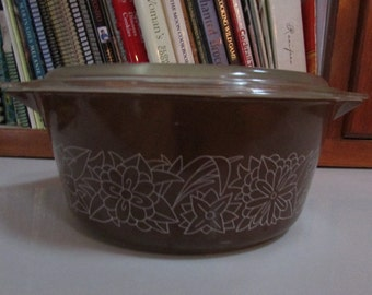 Woodland Brown Pyrex 2.5 Qt Casserole with Lid