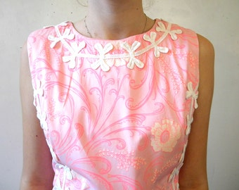 60s Cotton Sheath Dress / Sleeveless Pink Floral Hawaiian Print / Size M SHIPPING INCLUDED