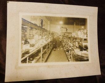 Photo Vintage 1930s Drug Store Interior Holiday Greetings Cosmetics Housewares People Identified