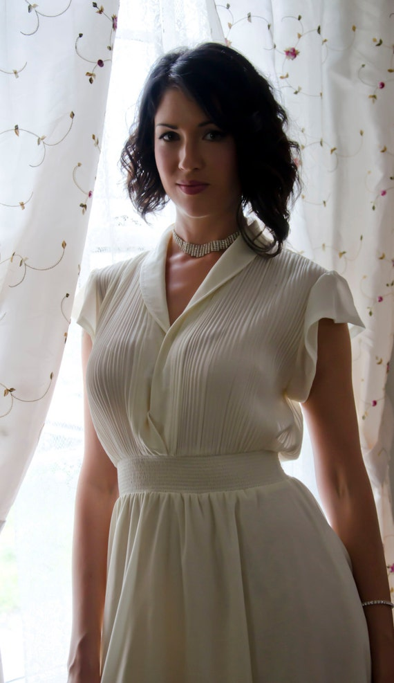 Sexy 50s Ivory Party Dress by Johnathan_ Logan Full Figure Marilyn _Monroe
