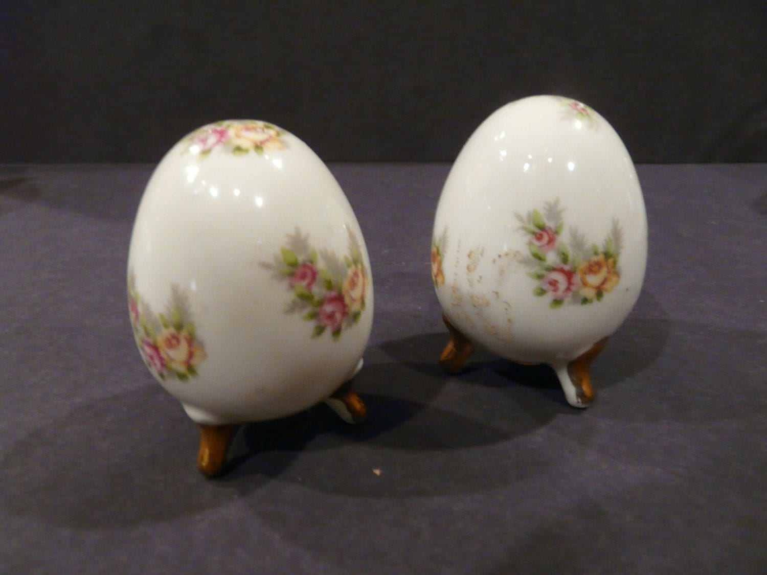 Salt and pepper ceramic shakers egg enesco by neverlostgarden - Egg shaped salt and pepper shakers ...