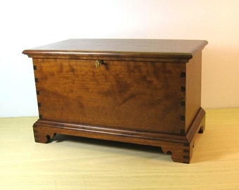 Cherry Miniature Blanket Chest with Inside Tray and Lock