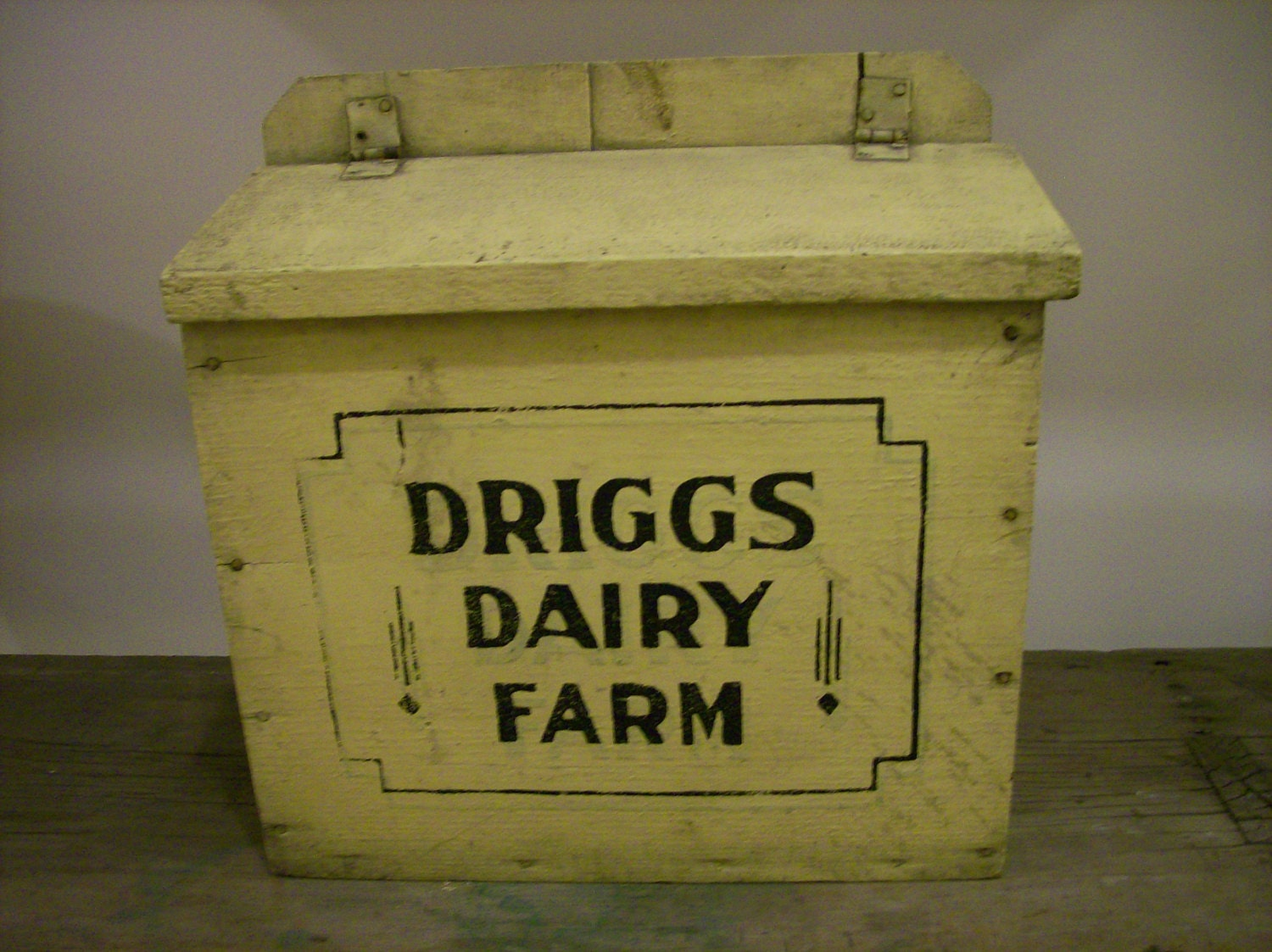 antique box early yellow painted dairy milk delivery box. Black Bedroom Furniture Sets. Home Design Ideas
