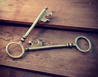 2 pcs Round Large Skeleton Key Charms in Antique Bronze vintage style Pendant Simple Fancy Victorian (BD061)
