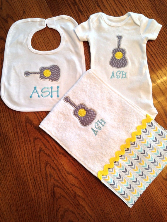 Personalized Baby Gift Sets : Personalized baby gift set includes appliqu?d bib burp