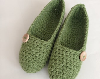 Tea Leaf , Simply slippers , Adult Crochet Slippers , Women slippers with wooden button, house shoes