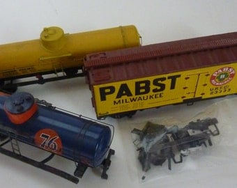 vintage ho train cars and boxes