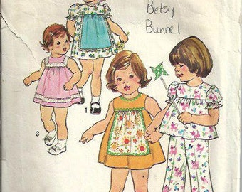Toddlers Apron-Front Dress or Top and Pants Pattern, Simplicity 7409, Size 2