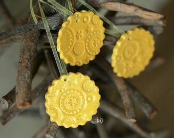 Ceramic Christmas Ornaments Yellow Scallop Lace Ceramic Gift Tag  Winter Home Decoration Gift Set of 3