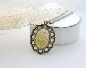 Vintage Pressed Flower Necklace Brown White Queen Anne's Lace Pendant Eco Resin Jewelry Victorian Style