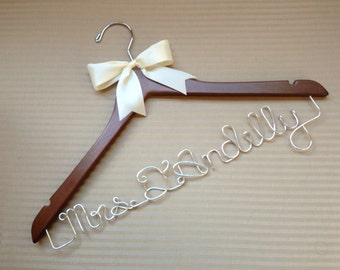 Gorgeous personalised apostrophe surname wedding hanger with larger bow for that extra statement. Perfect for Bridal Showers.