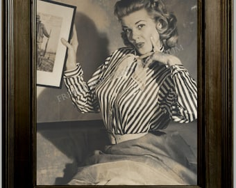 Gil Elvgren Pin Up Girl Art Print 8 x 10 - Painting Reference Photo - Pinup Holding Photo - Rockabilly - 1950's