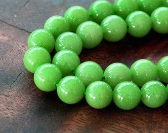 Mountain Jade Beads, Apple Green, 8mm Round - 15 Inch Strand - eMJR-G17-8