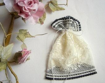 50 Vintage Favor Bags, Ivory  Lace Favor Bags,Baptism lace bags