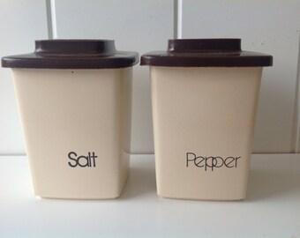 Vintage Salt and Pepper Plastic Shakers, Retro Kitchen Decor, Vintage Housewares, Kichen Decor