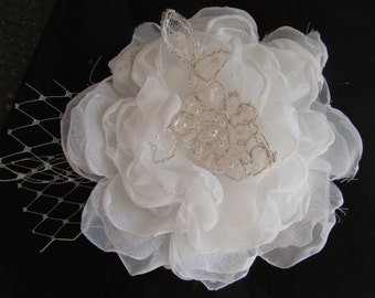 Bridal hair clip Lace fascinator /White flower headpiece/ Lace hair flower headpiece Bridal veil Hair flower Lace flower headpiece