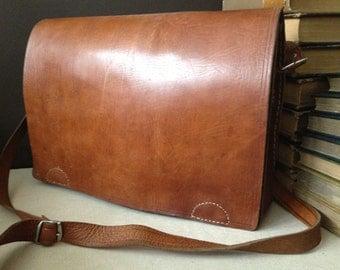 Vtg Distressed Leather Saddle Bag // School Satchel // Messenger Briefcase