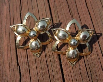 Vintage Sarah Coventry Earrings, Signed, Gold Toned Flowers, Clip On Type.