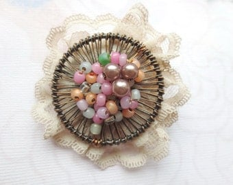 Beaded Brooch in Pastel Colours, Wire Jewelry, Multicoloured,  Beadwork, Circle Pin