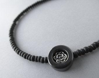 Black Eyeglass Chain with Silver Rose, Beaded Glasses Chain, Eyeglass Holders Necklaces, Eye Glasses Chain, Eyeglass Leash, Cadena Gafas