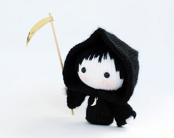 Halloween Doll in the Death dress. Knitting pattern (knitted in the round). Wire skeleton inside the  arms. Black monk.